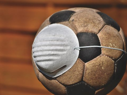 míč s respirátorem